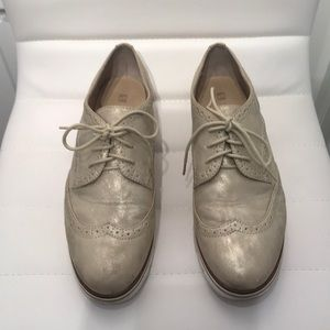 White Mountain shimmery white-gold Oxford loafers